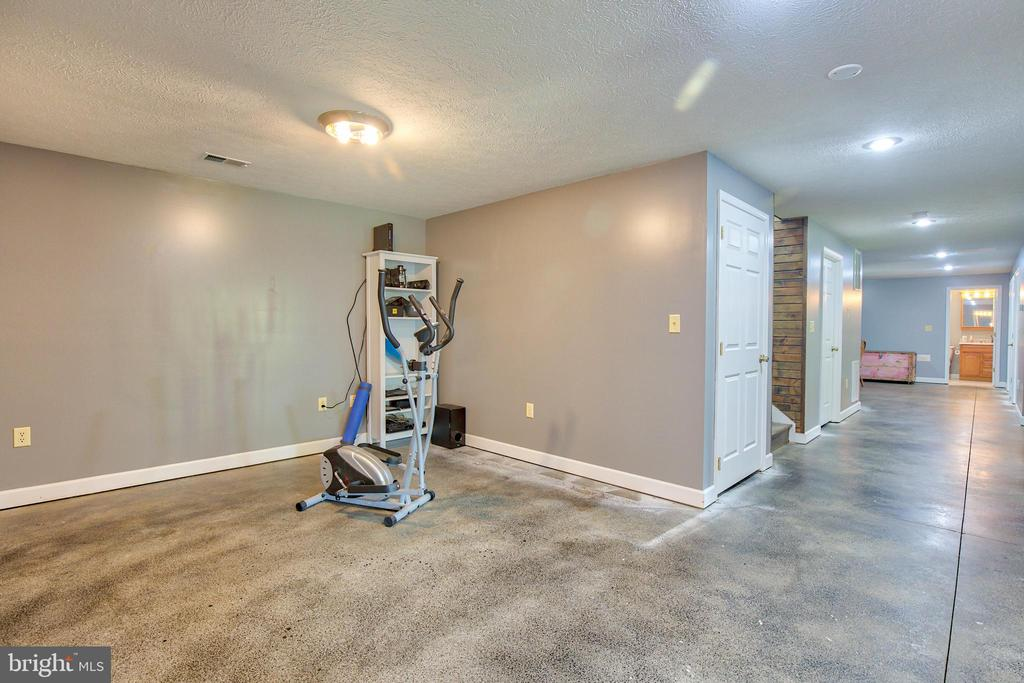 Lots of space in the basement! - 87 LONESOME FLATS RD, FRONT ROYAL