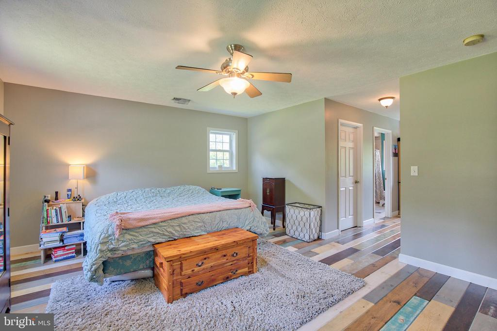 Custom Design in the Master Bedroom and Full Bath! - 87 LONESOME FLATS RD, FRONT ROYAL