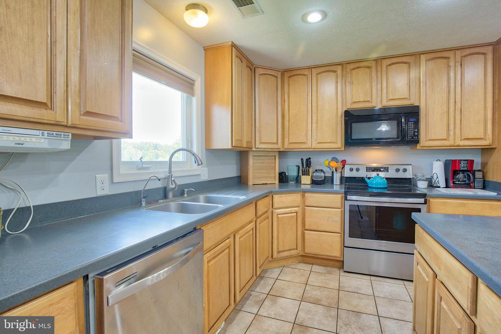 Lots of counter space in the kitchen! - 87 LONESOME FLATS RD, FRONT ROYAL