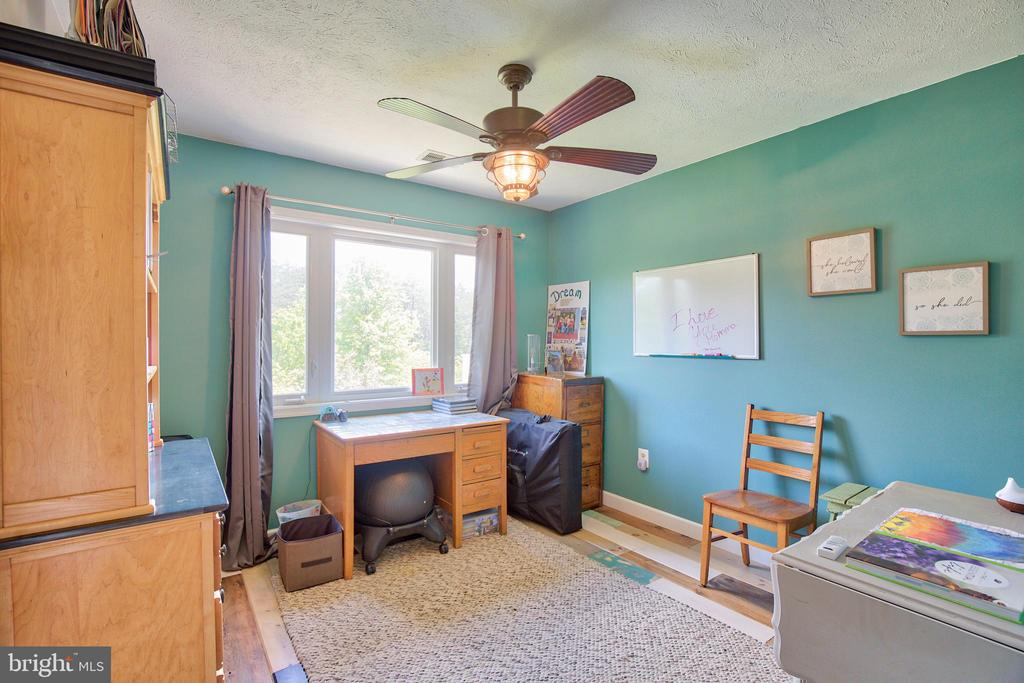 Sitting room/office connected to Master Suite! - 87 LONESOME FLATS RD, FRONT ROYAL
