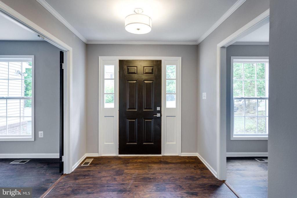 Foyer Entrance - 8741 SHADOW LAWN CT, ANNANDALE