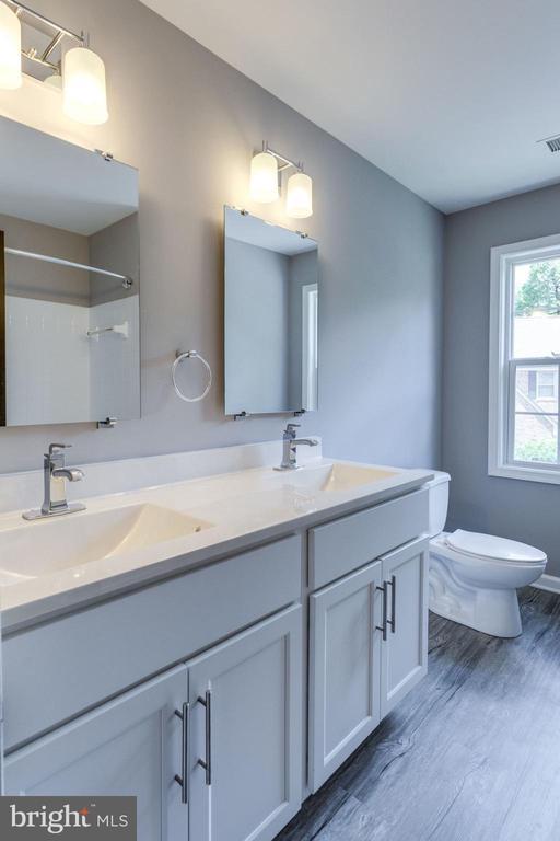Bath - 8741 SHADOW LAWN CT, ANNANDALE