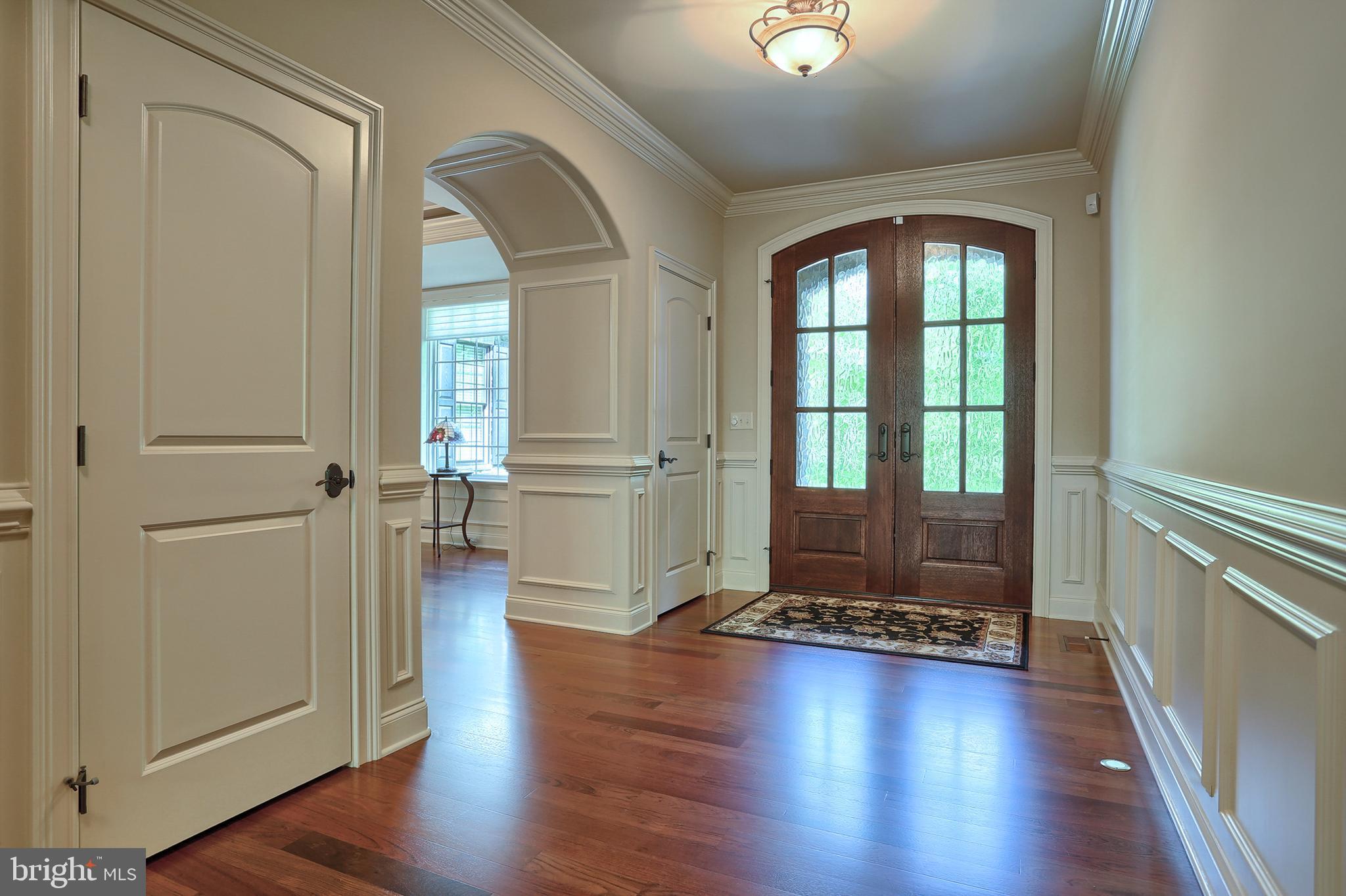 ~8x15  Foyer w dual receiving closets