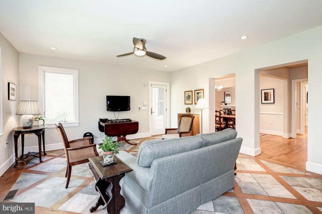 Family Room has side door to rear garden - 4423 SPRINGDALE ST NW, WASHINGTON