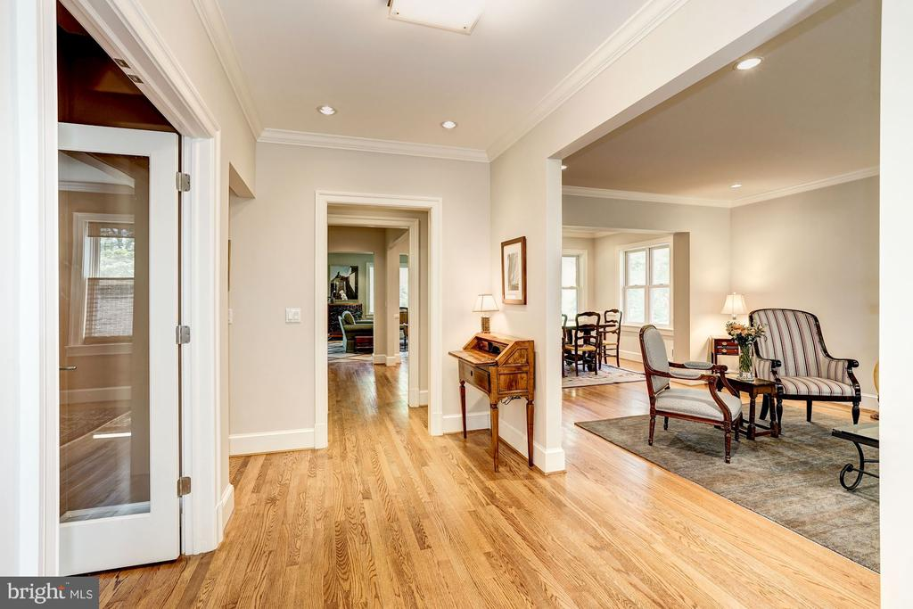 Lovely entry foyer with coat closet - 4423 SPRINGDALE ST NW, WASHINGTON
