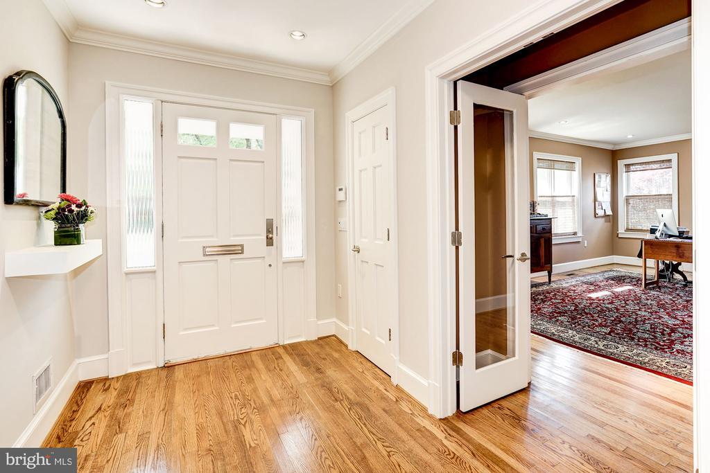 Foyer - 4423 SPRINGDALE ST NW, WASHINGTON