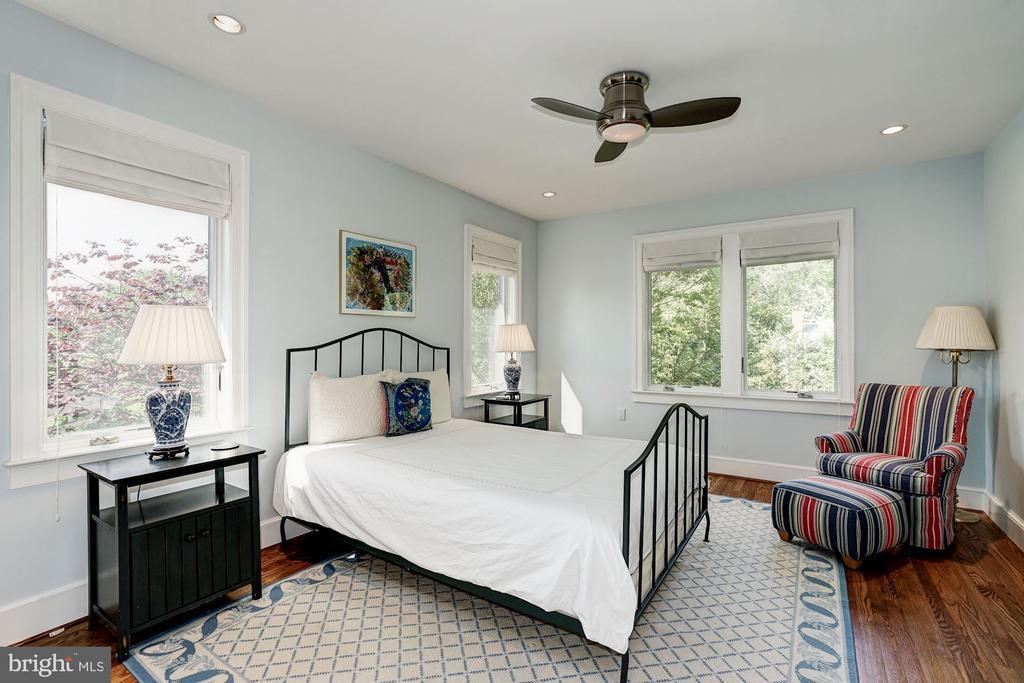 Second bedroom on main floor - 4423 SPRINGDALE ST NW, WASHINGTON