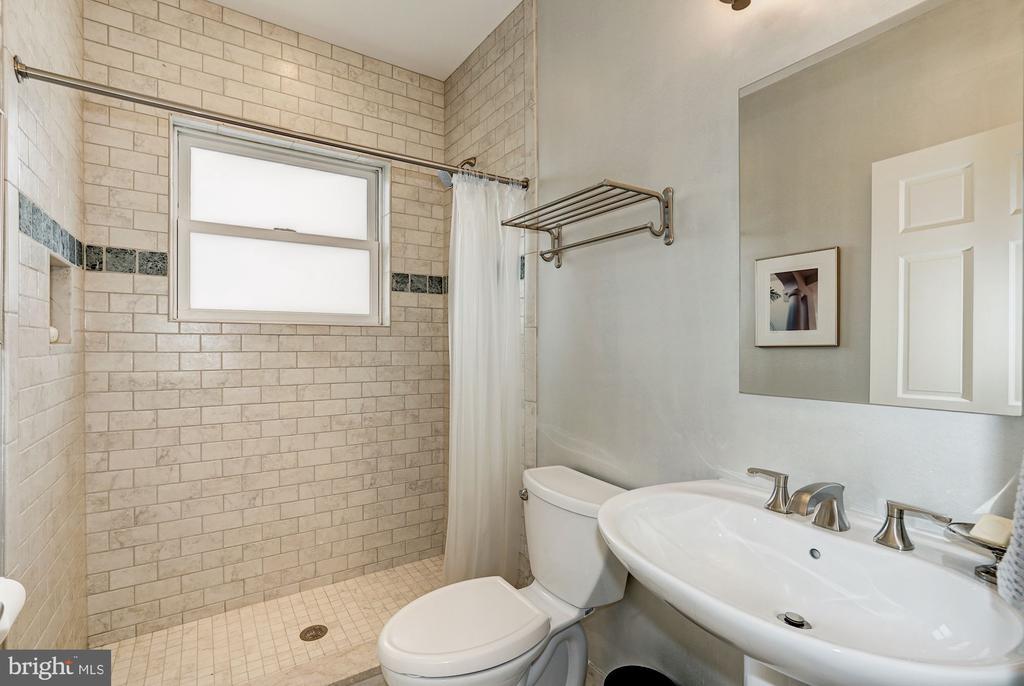 Second full bath on main level - 4423 SPRINGDALE ST NW, WASHINGTON