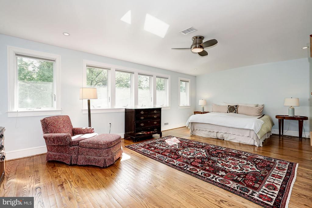 Huge Master Bedroom - 4423 SPRINGDALE ST NW, WASHINGTON