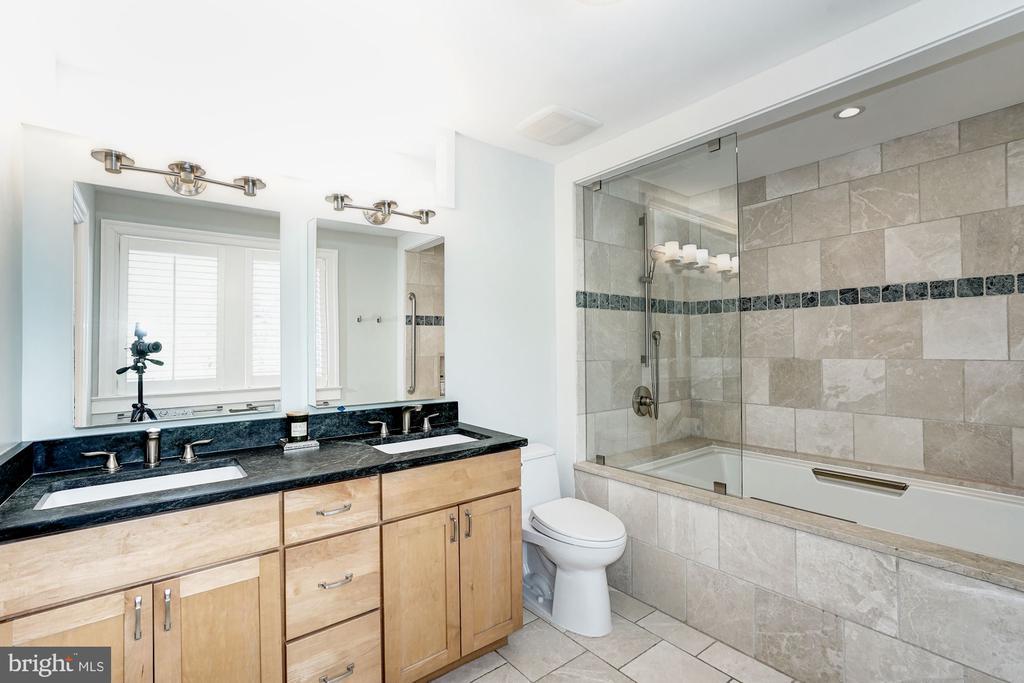 Master bath - 4423 SPRINGDALE ST NW, WASHINGTON