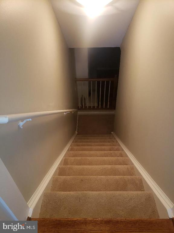 Stairs to basement - 4050 TIMBER OAK TRL, FAIRFAX