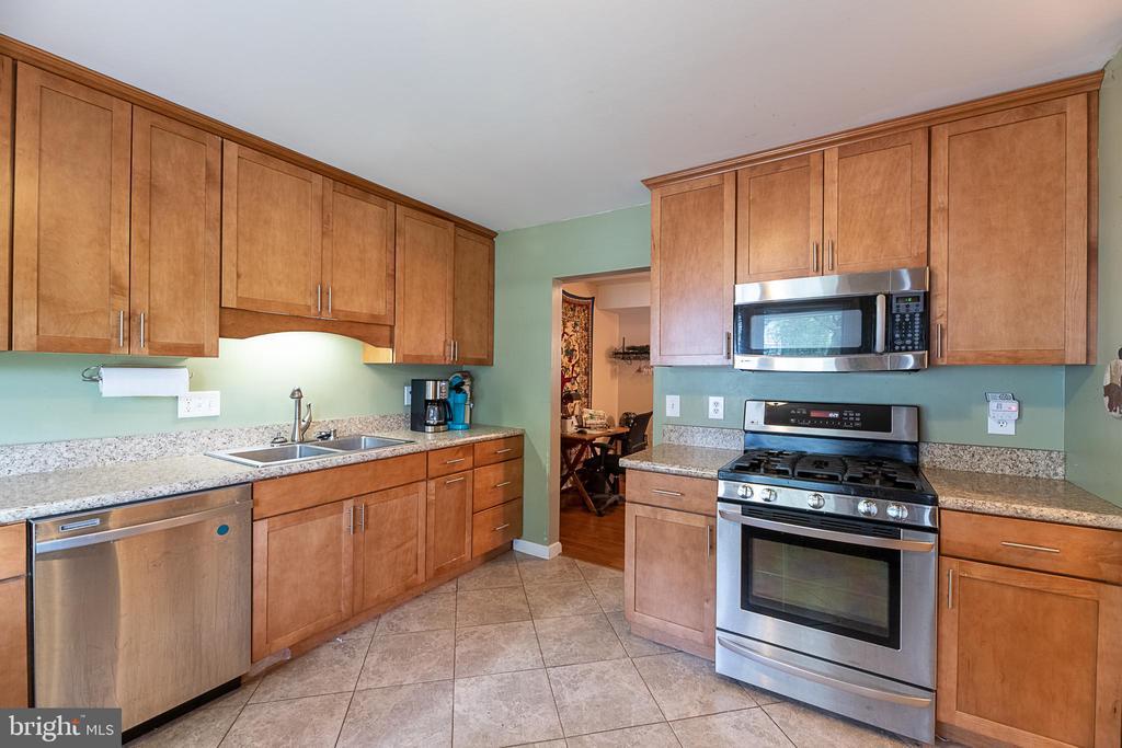 Kitchen - 708 EDWARDS FERRY RD NE, LEESBURG