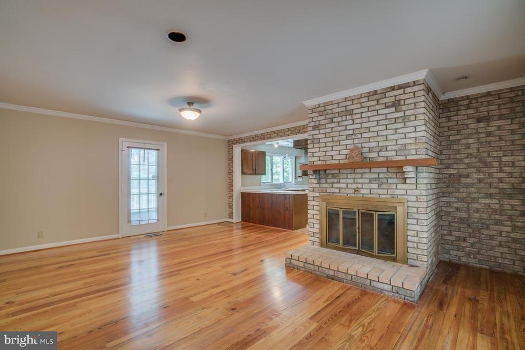Family Room with Fireplace - 74 DISHPAN LN, STAFFORD