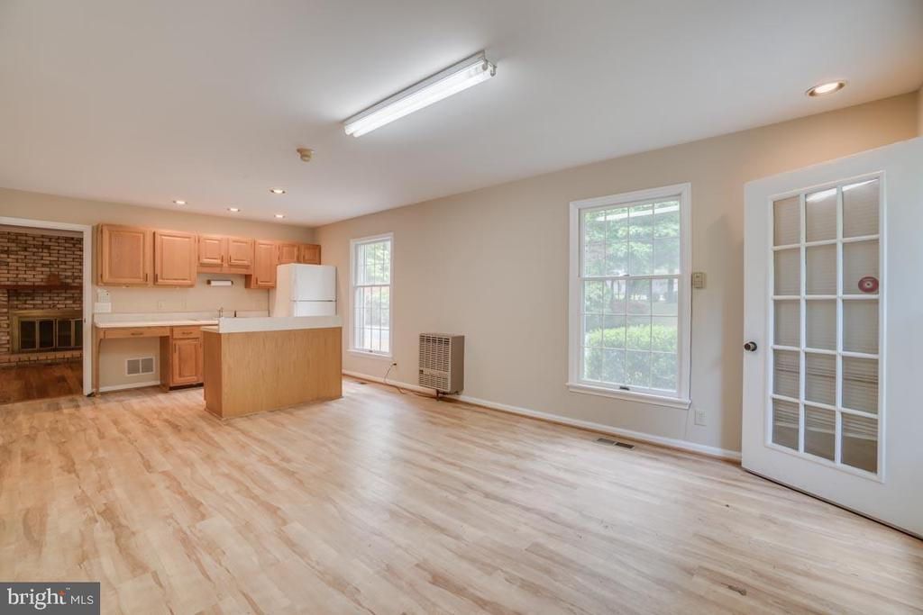 In-Law Suite with Kitchen - 74 DISHPAN LN, STAFFORD