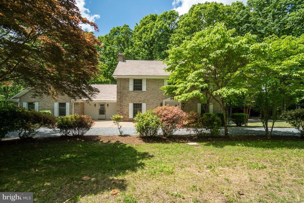 Front of House with Circular Driveway - 74 DISHPAN LN, STAFFORD