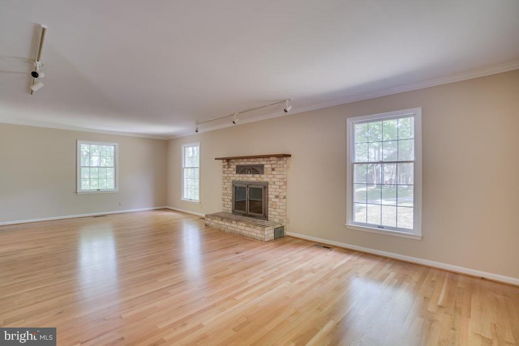 Living Room with Fireplace - 74 DISHPAN LN, STAFFORD