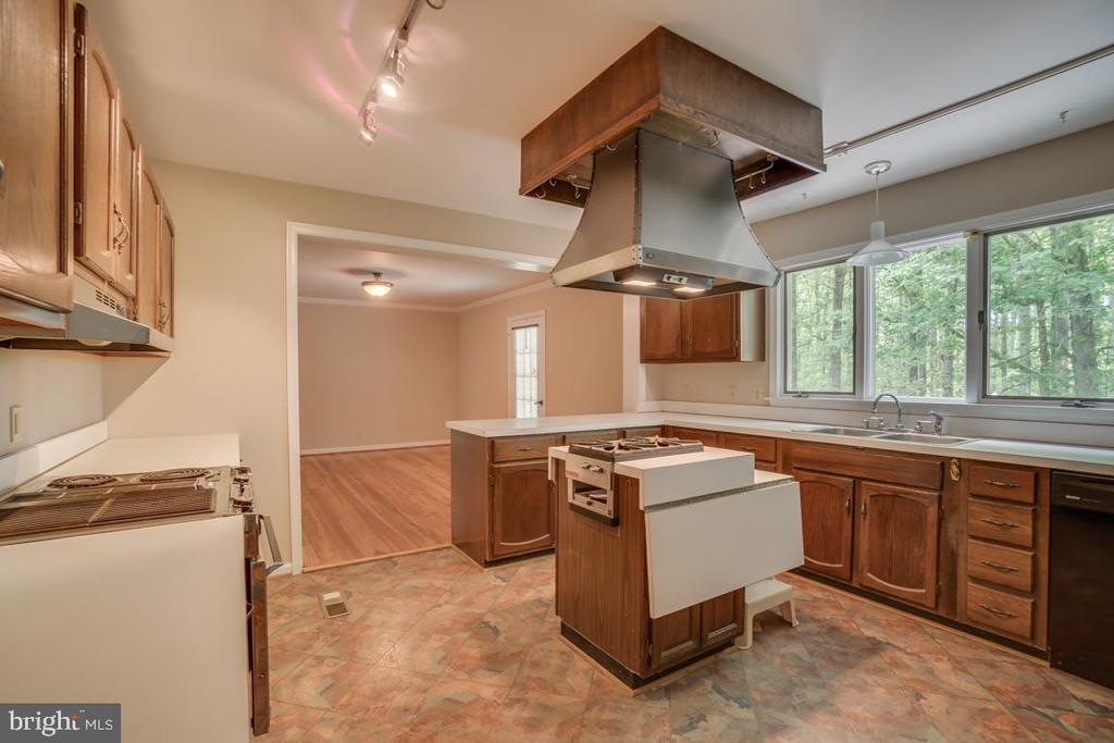 Kitchen - 74 DISHPAN LN, STAFFORD