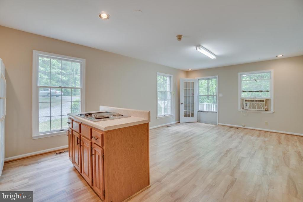In-Law Suite with Kitchen looking into Family Room - 74 DISHPAN LN, STAFFORD