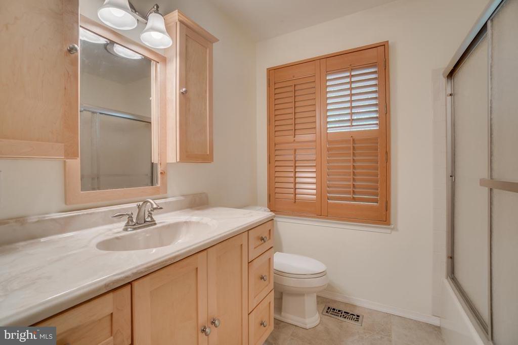 In-Law Suite - Bathroom - 74 DISHPAN LN, STAFFORD