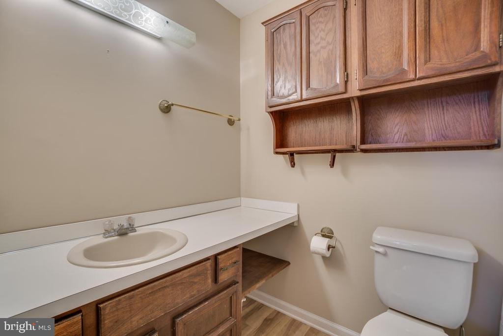 Hall Bathroom - 74 DISHPAN LN, STAFFORD