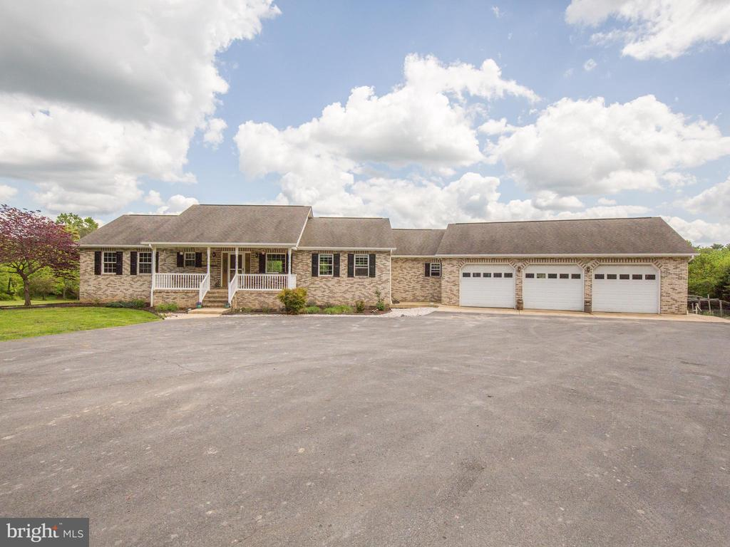 4 Bedrooms 3.5 Bath Ranch w/basement ~ - 87 LONESOME FLATS RD, FRONT ROYAL
