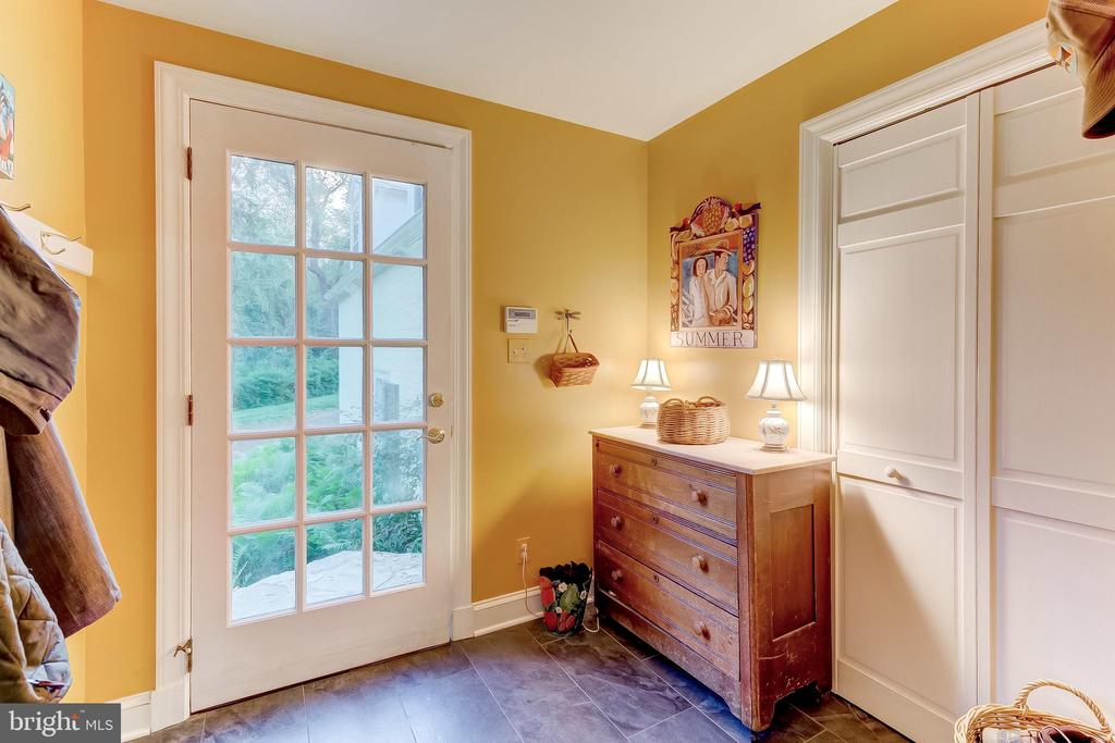 Mud Room - 12 CONISTON RD, TOWSON