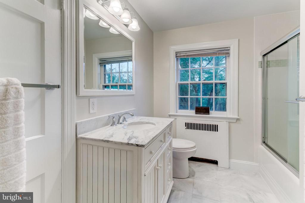 Second Floor Shared Bath - 12 CONISTON RD, TOWSON