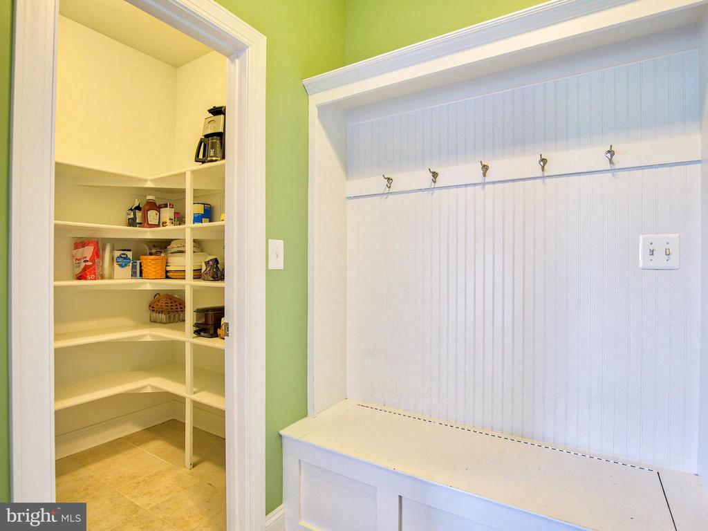 Pantry - 308 SAINT ANDREWS CT, WINCHESTER