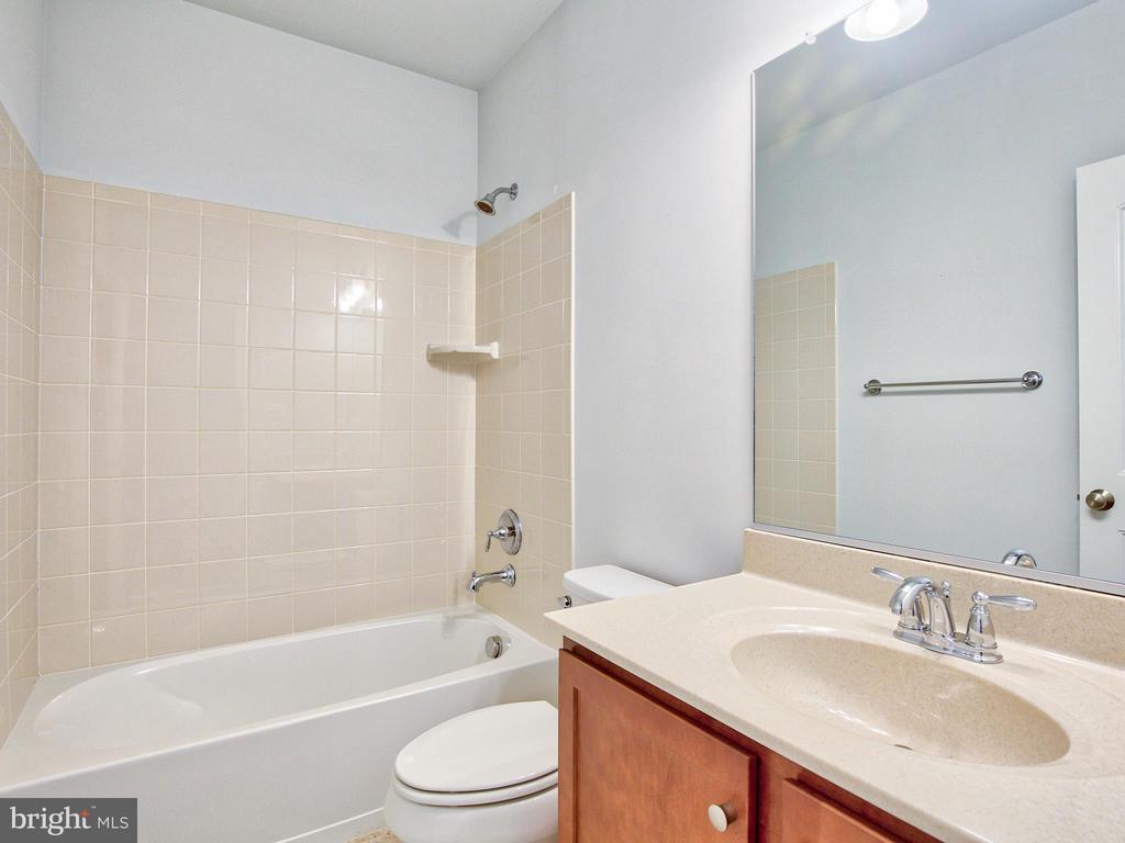 Basement Full Bath - 308 SAINT ANDREWS CT, WINCHESTER