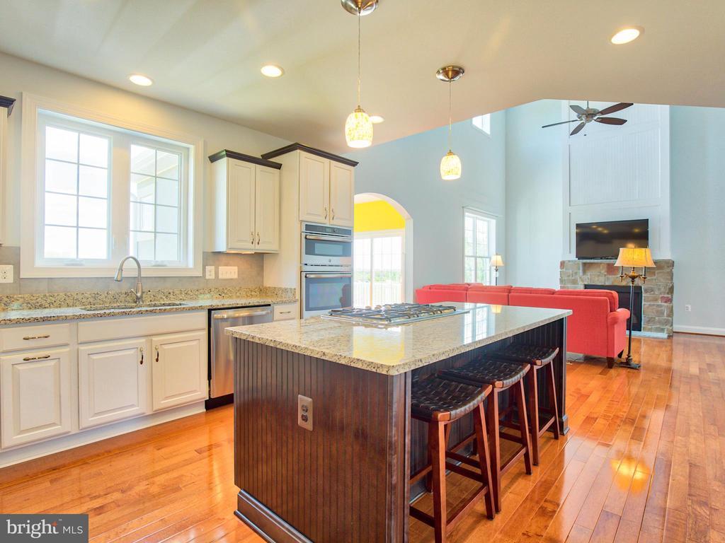 Kitchen - 308 SAINT ANDREWS CT, WINCHESTER