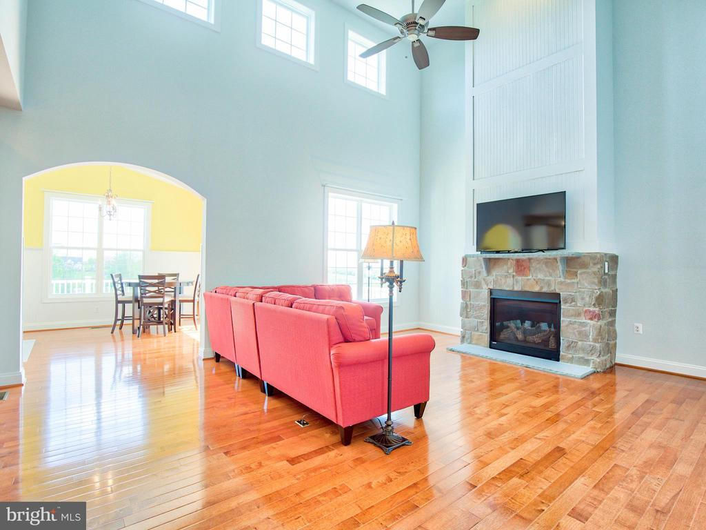 Family room--2 story with Fireplace - 308 SAINT ANDREWS CT, WINCHESTER