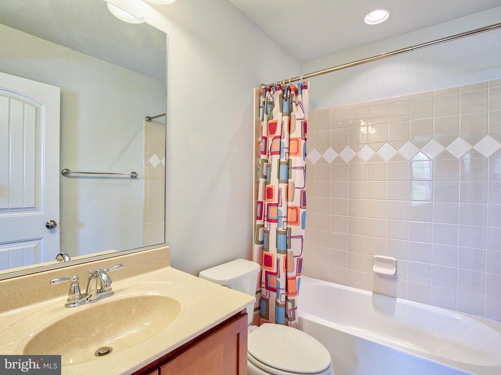 Bath - 308 SAINT ANDREWS CT, WINCHESTER