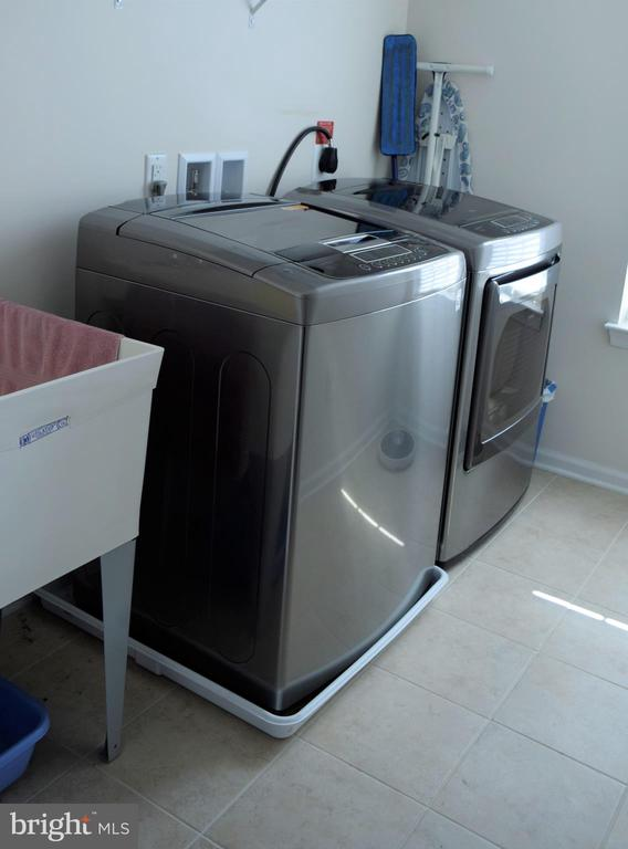 S/S  Washer and Dryer - 22876 CHESTNUT OAK TER, STERLING