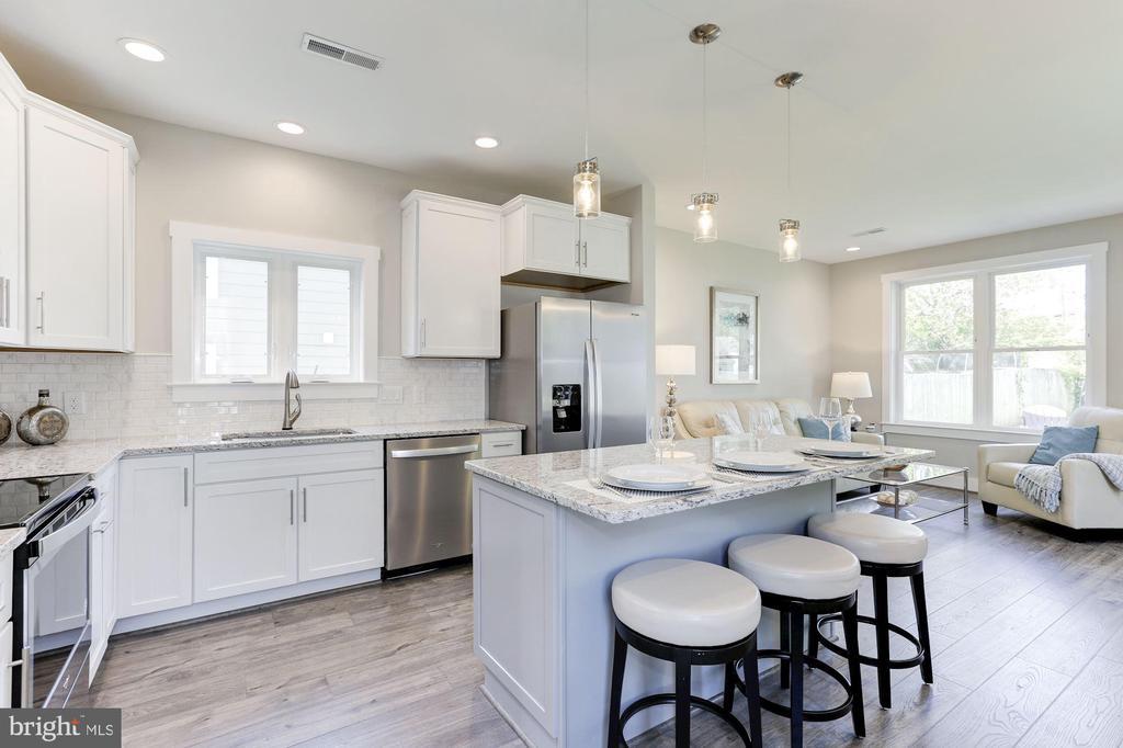 White shaker cabinets - 109 WILSON AVE NW, LEESBURG