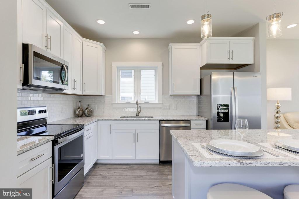 Stainless steel appliances - 109 WILSON AVE NW, LEESBURG