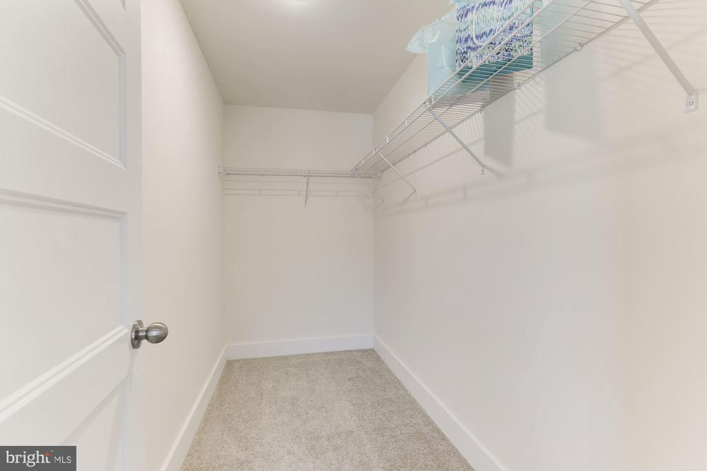 Large walk in closet - 109 WILSON AVE NW, LEESBURG