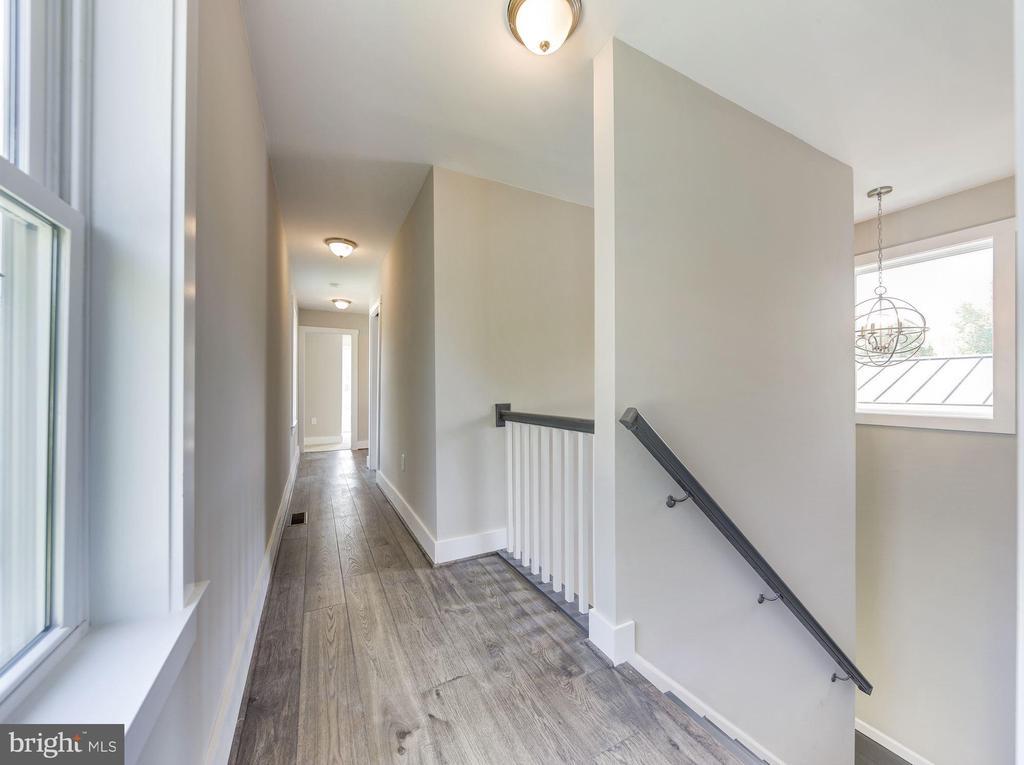 2nd level hw floors and 9 ft ceilings - 109 WILSON AVE NW, LEESBURG