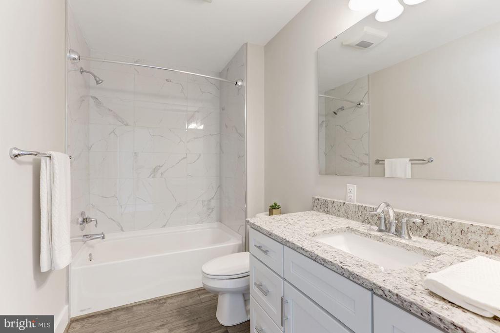 Full bath upper level - 109 WILSON AVE NW, LEESBURG