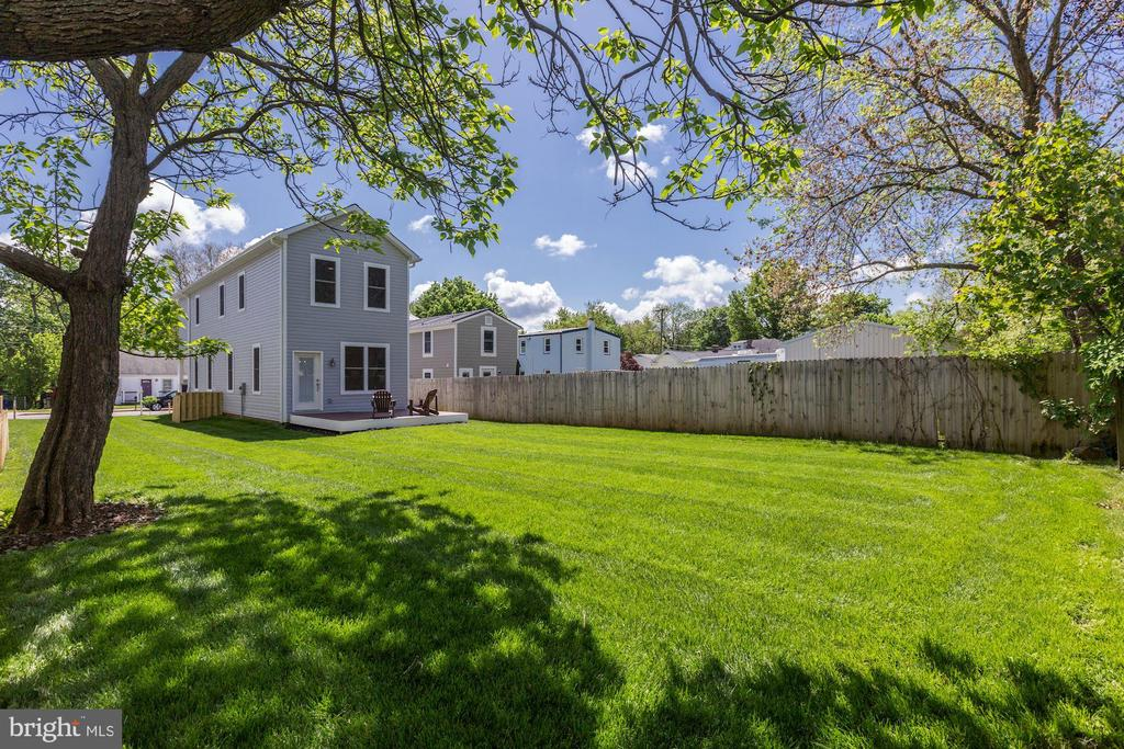 Great yard for animals and children - 109 WILSON AVE NW, LEESBURG