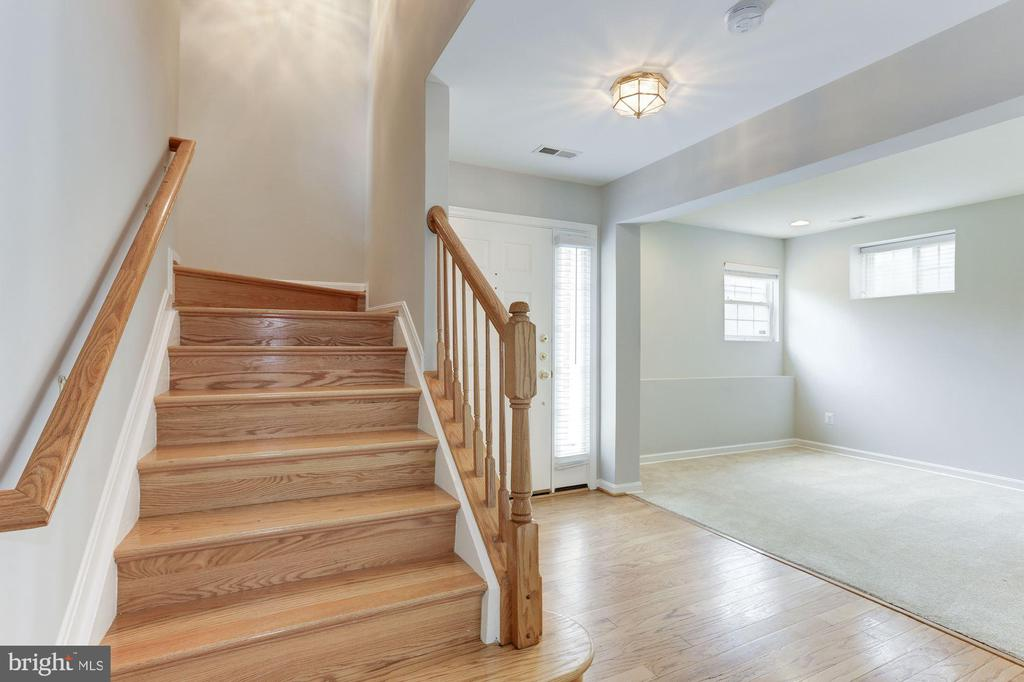 Stairs to Main Level Area - 47831 SCOTSBOROUGH SQ, STERLING