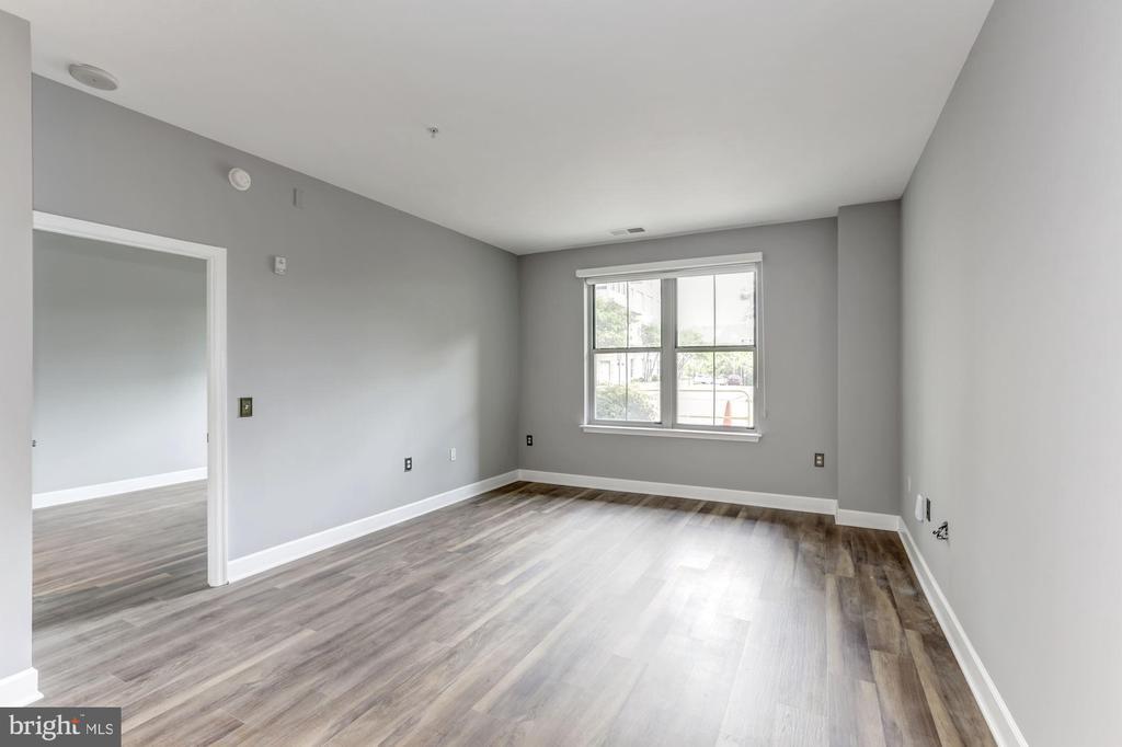 Living room - 11800 SUNSET HILLS RD #126, RESTON