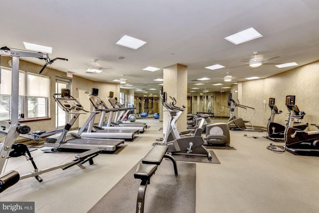 Exercise room - 11800 SUNSET HILLS RD #126, RESTON