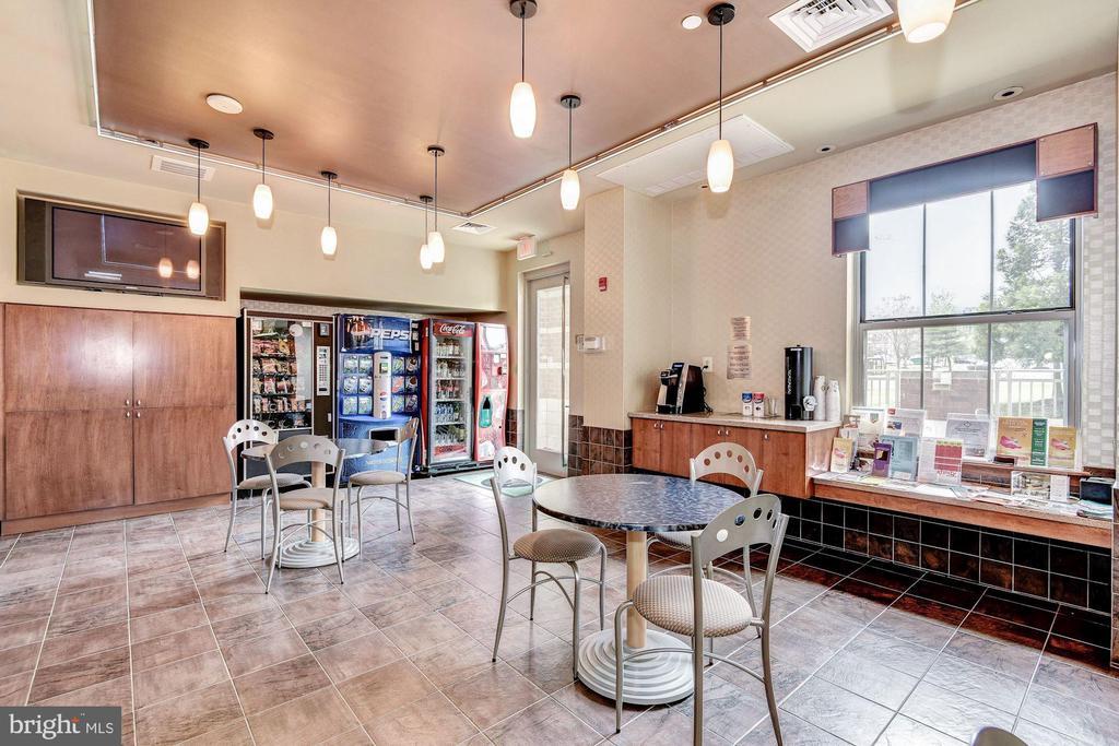 Cafe - 11800 SUNSET HILLS RD #126, RESTON