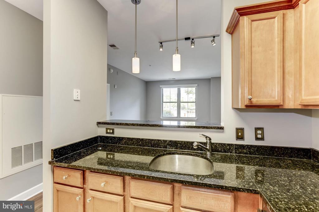Kitchen - 11800 SUNSET HILLS RD #126, RESTON
