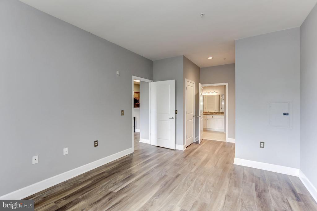 Mater bedroom - 11800 SUNSET HILLS RD #126, RESTON