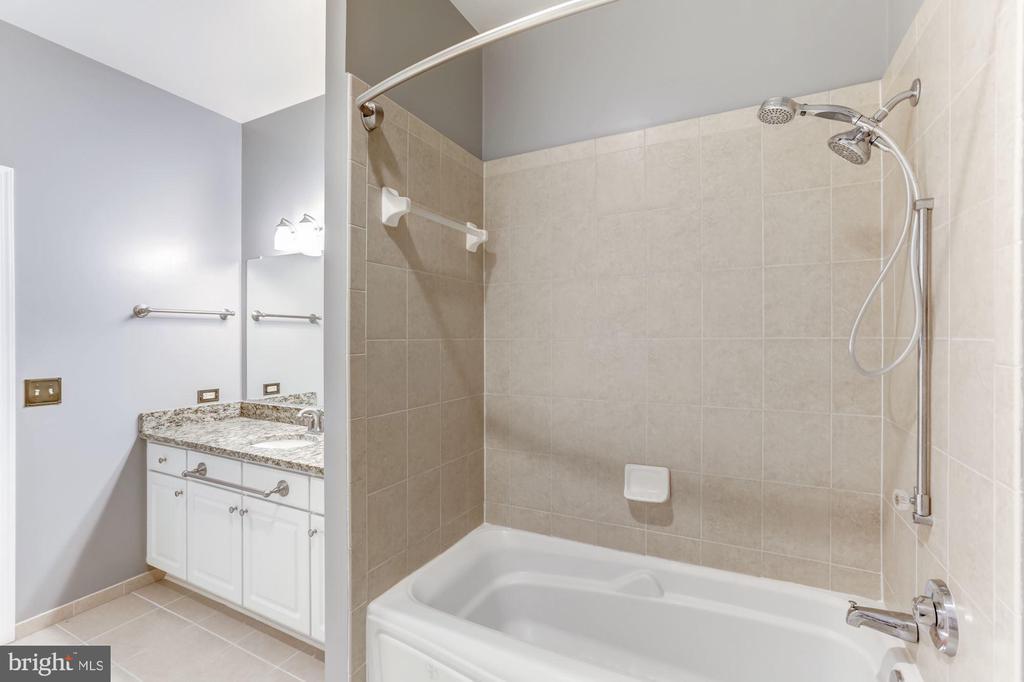 Bathroom - 11800 SUNSET HILLS RD #126, RESTON