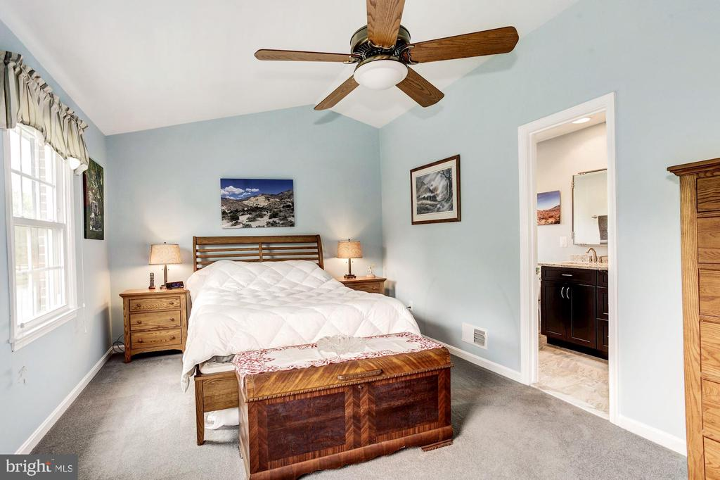 Ceiling Fan in Master Bedroom - 7814 MORNING GLEN LN, ALEXANDRIA