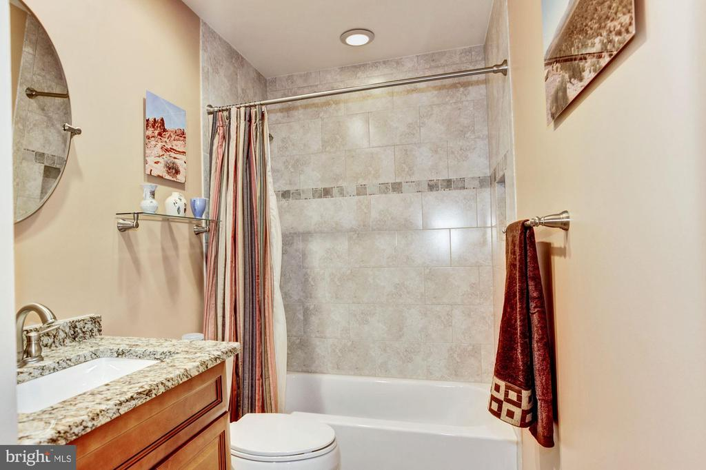 Remodeled Hall Bath - 7814 MORNING GLEN LN, ALEXANDRIA
