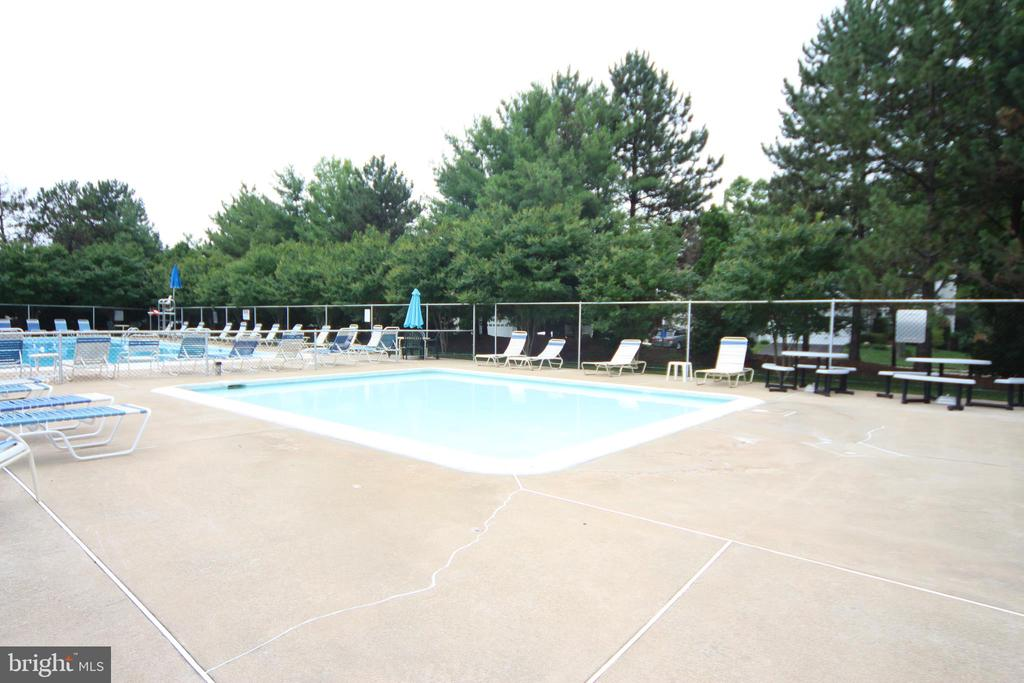Wadding Pool - 7814 MORNING GLEN LN, ALEXANDRIA