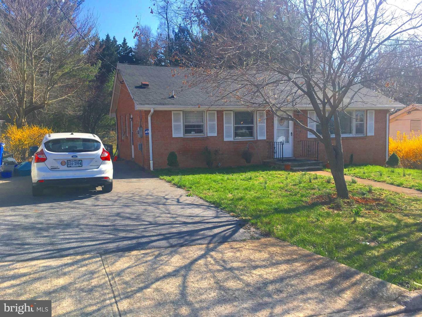 Single Family for Sale at 507 Ross Ave Front Royal, Virginia 22630 United States